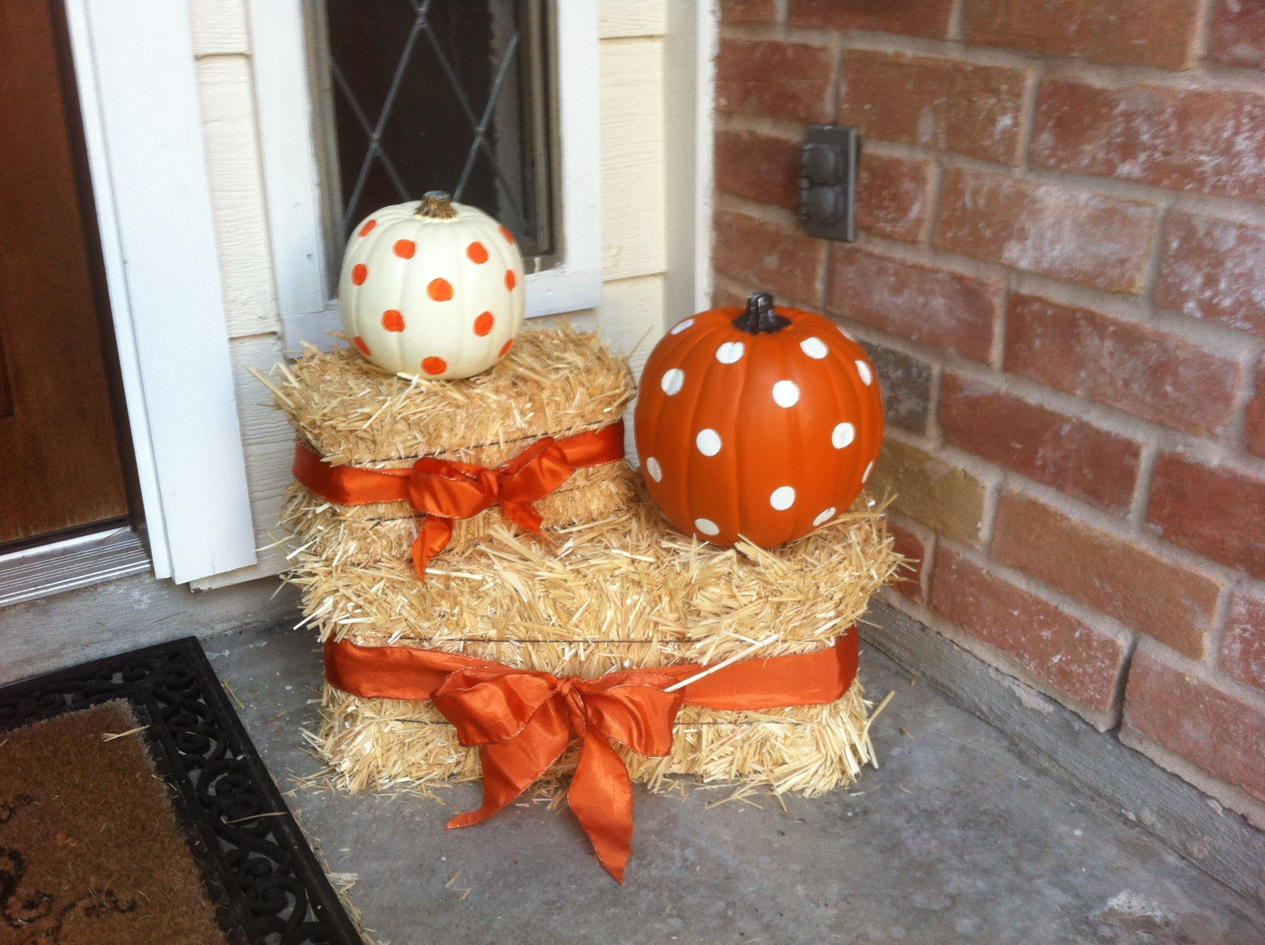 Polka dot pumpkins and bows Cute pumpkin and hay bale decor for Ideas of Fall And Halloween Decorations